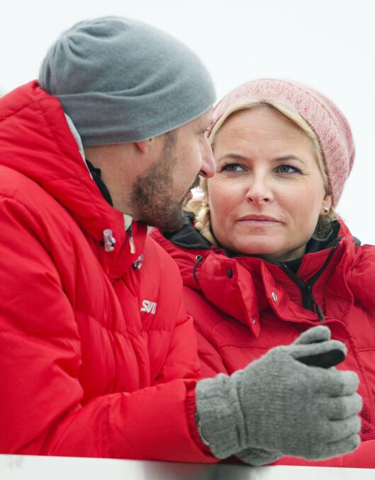 STØTTE: Mette-Marit finner nok også god støtte i sin flotte ektemann kronprins Haakon når hun er ute og flyr. Her fra da ekteparet var i Holmenkollen i mars. Foto: Stella Pictures