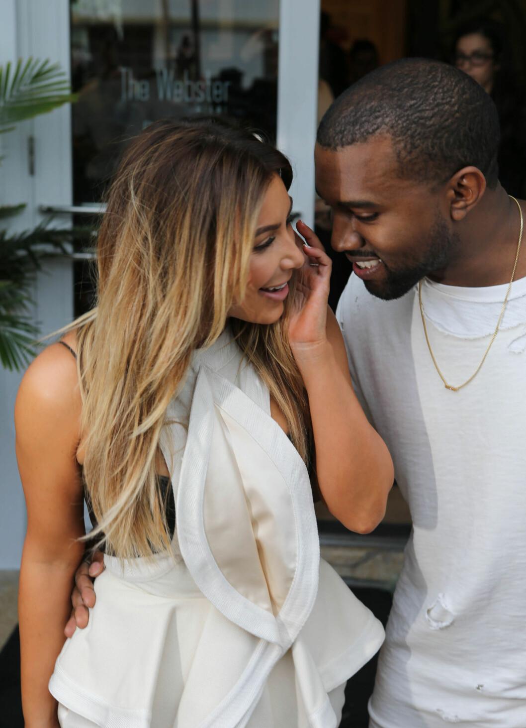 OVERDÅDIG: På Kims bursdag i oktober i fjor leide Kanye West en baseball-arena og gikk ned på kne. Bryllupet 24. mai er forventet å være overdådig og luksuriøst.  Foto: FameFlynet
