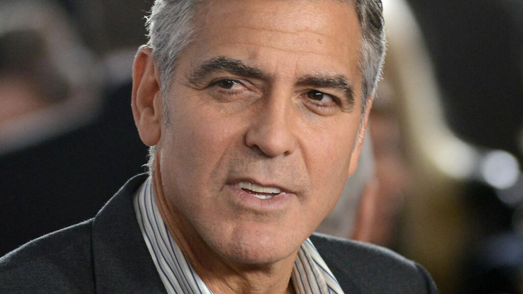 FORLOVET: Hollywood-kjekkasen George Clooney er kjent for å ha problemer med å binde seg. Overraskelsen var derfor stor da flere amerikanske medier denne helgen bekreftet at han skal ha forlovet seg med Amal Alamuddin etter et drøyt halvår sammen. Foto: FameFlynet