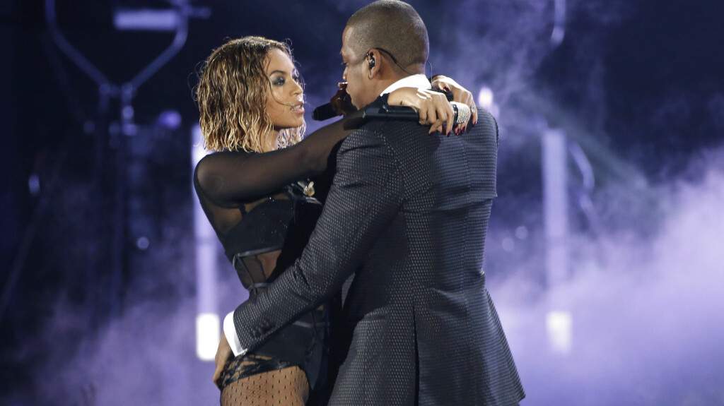 HETT AV OG PÅ SCENEN: Beyoncé og ektemannen Jay-Z oser av kjemi både på scenen og privat. Her opptrer de sammen under Grammy Awards i januar.  Foto: Reuters