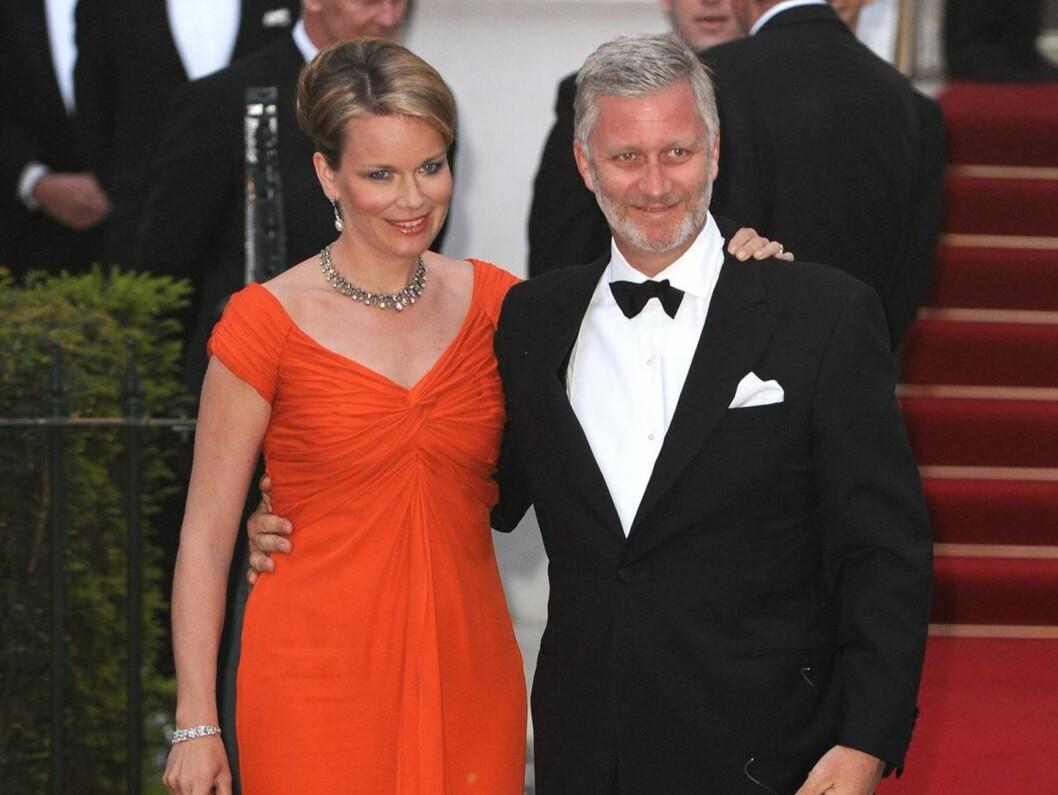 NÆRE BÅND: Belgias kongepar, Mathilde og Philippe, kommer til Norge.  Foto: Stella Pictures