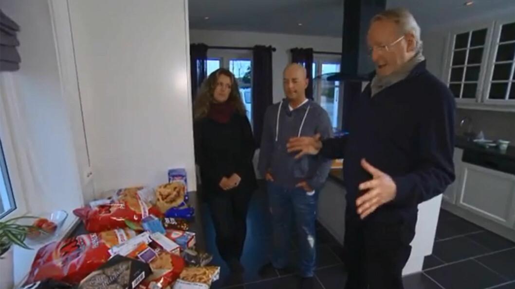 SJOKKERT: Eyvind Hellstrøm tror ikke sine egne øyne når han får se «matlageret» til Kim Åge.