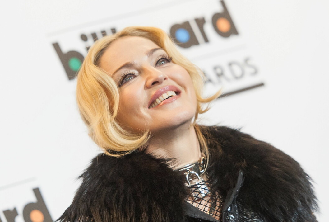 GLØD I HUDEN: Perfekt foundation danner grunnlaget for Madonnas plettfrie sminke.  Foto: All Over Press