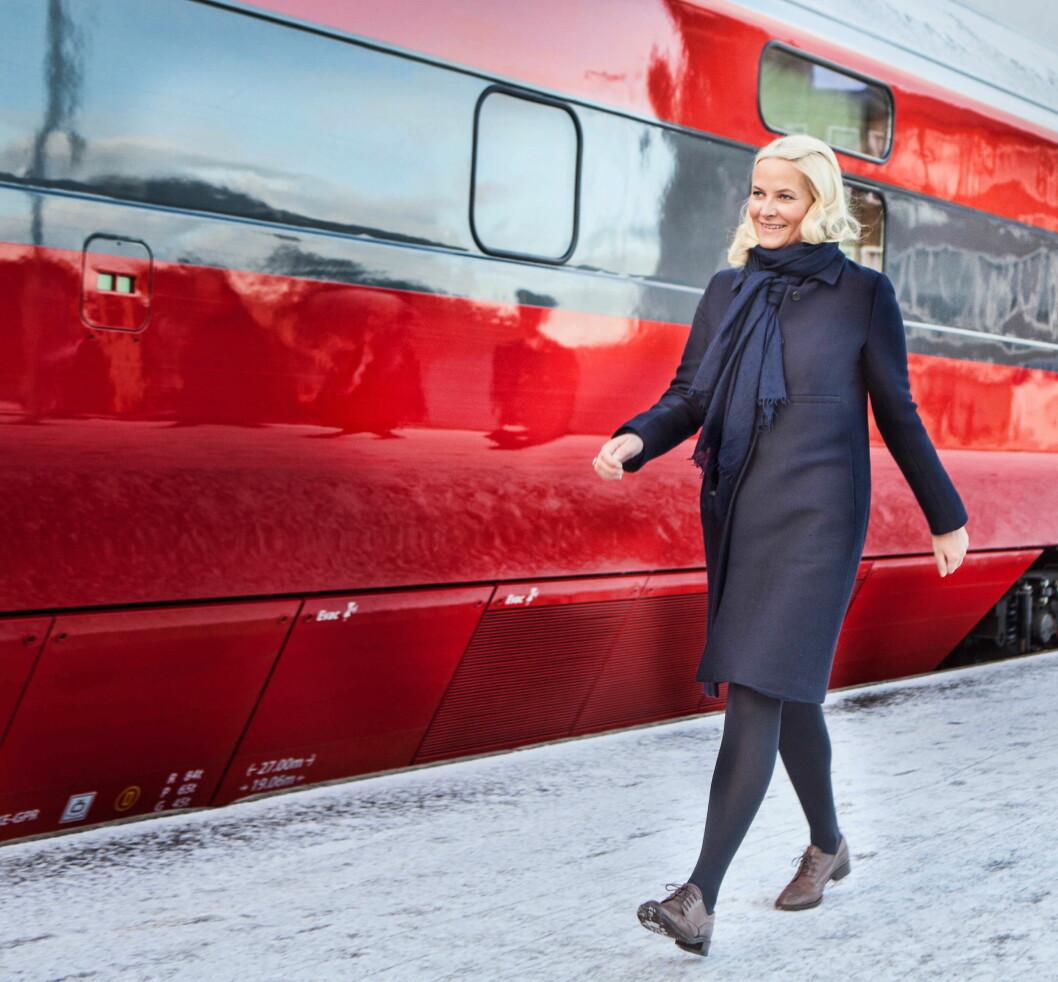 BOKORM: Kronprinsesse Mette-Marit reiste fra Bodø til Stjørdal for å spre leseglede.