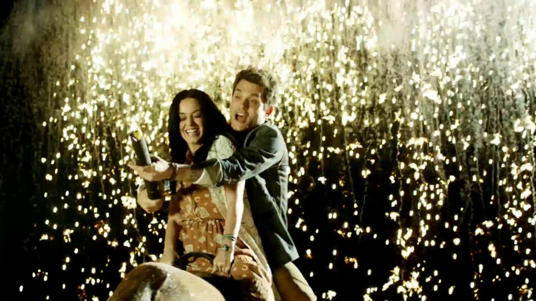 FORLOVET?: Katy Perry og John Mayer viser frem kjærligheten for hverandre i musikkvideoen til duetten «Who You Love» Foto: Stella Pictures