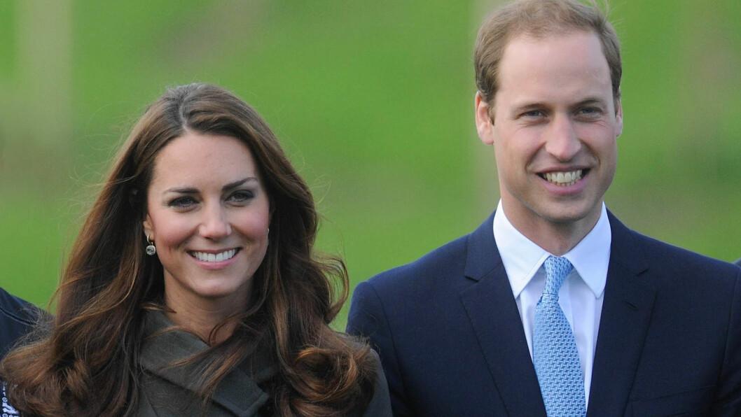 STOLTE FORELDRE: Aldri tidligere har navnet på en tronarving blitt kjent så raskt etter en fødsel. Da prins William ble født i 1982 tok den én uke før navnet ble offentliggjort, og med prins Charles tok det en hel måned.