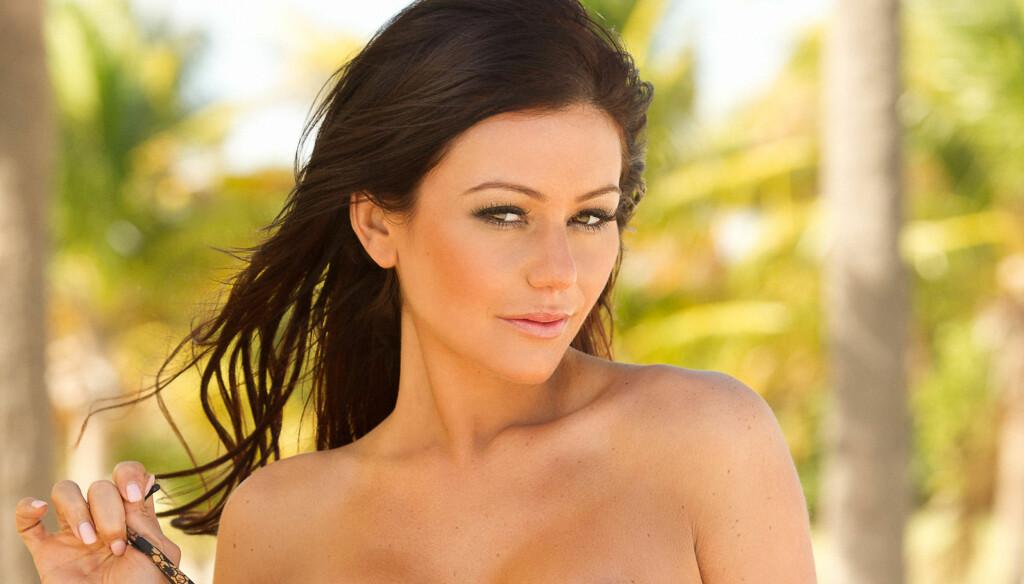 BIKINIMODELL: Jersey Shore-stjernen viser fram bikinier for Perfect Tan Bikinis. Foto: JWOWW BY PERFECT TAN BIKINIS/SPLASH NEWS/All Over Press