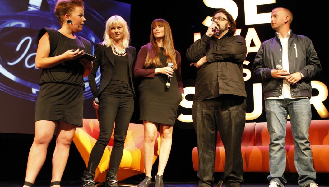 ÅRETS PROGRAMLEDERE: Bertine Zetlitz, Marion Ravn, Hans-Erik Dyvik Husby og Gunnar Greve blir her presentert av TV 2-profilen Else Kåss Furuseth (t.v.). Foto: Stella Pictures