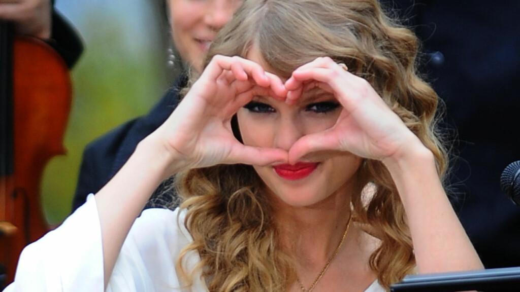 SMILER IGJEN: Taylor Swift var knust etter bruddet med Jake Gyllenhaal. Nå smiler hun igjen.