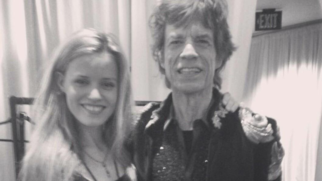 STØTTER PAPPA: Etter forlovedens brå død har Mick Jaggers barn slått ring rundt pappa. Her er rockeren med en av sine syv barn Georgia May Jagger. Hun delte dette bildet på Instagram i sommer. Foto: Stella Pictures