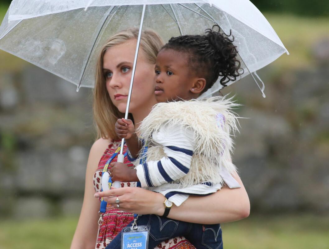 ALLTID MED: Carola prøver å ha med seg datteren Zoe overalt. Foto: Stella Pictures