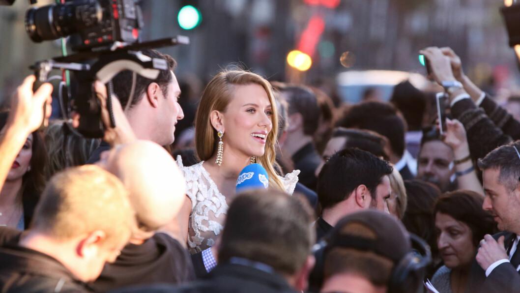 ETTERTRAKTET: Scarlett Johansson snakker med pressen under promotering av kinofilmen «Captain America: The Winter Soldier» som hun spiller i.  Foto: Xavier Collin/Celebrity Monitor/ All Over Press