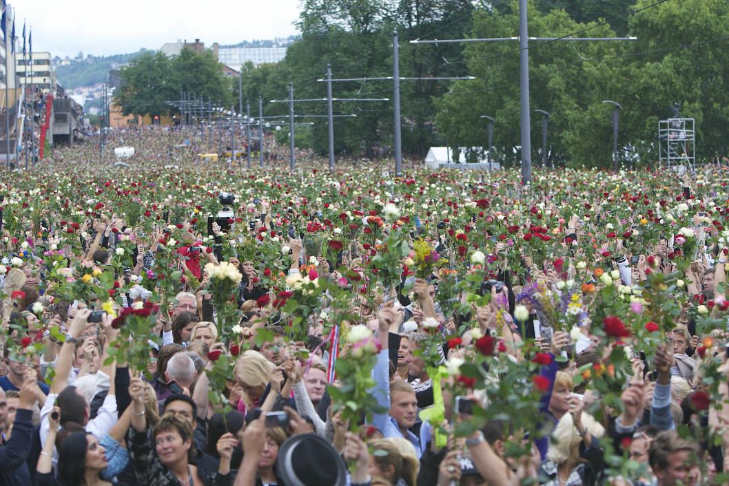 ROSEMARKERING: Et folkehav møtte opp i Oslo tre dager etter terrorangrepet, for å minnes de som hadde mistet livet i Oslo og på Utøya. Foto: Demotix/Corbis/All Over Press