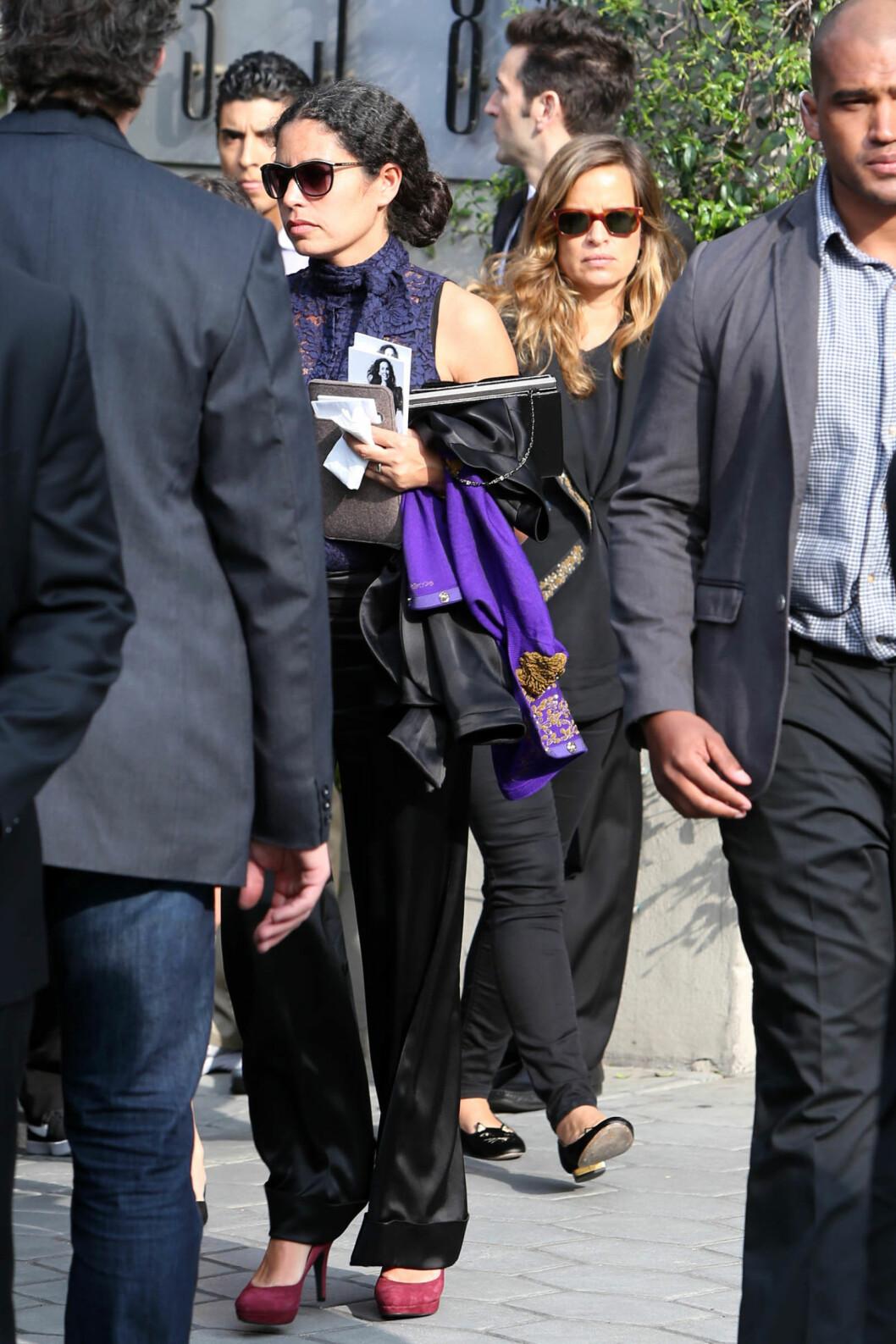 TOK FARVEL: Jade og Karis Jagger tok farvel med stemoren tirsdag.  Foto: Splash News/ All Over Press