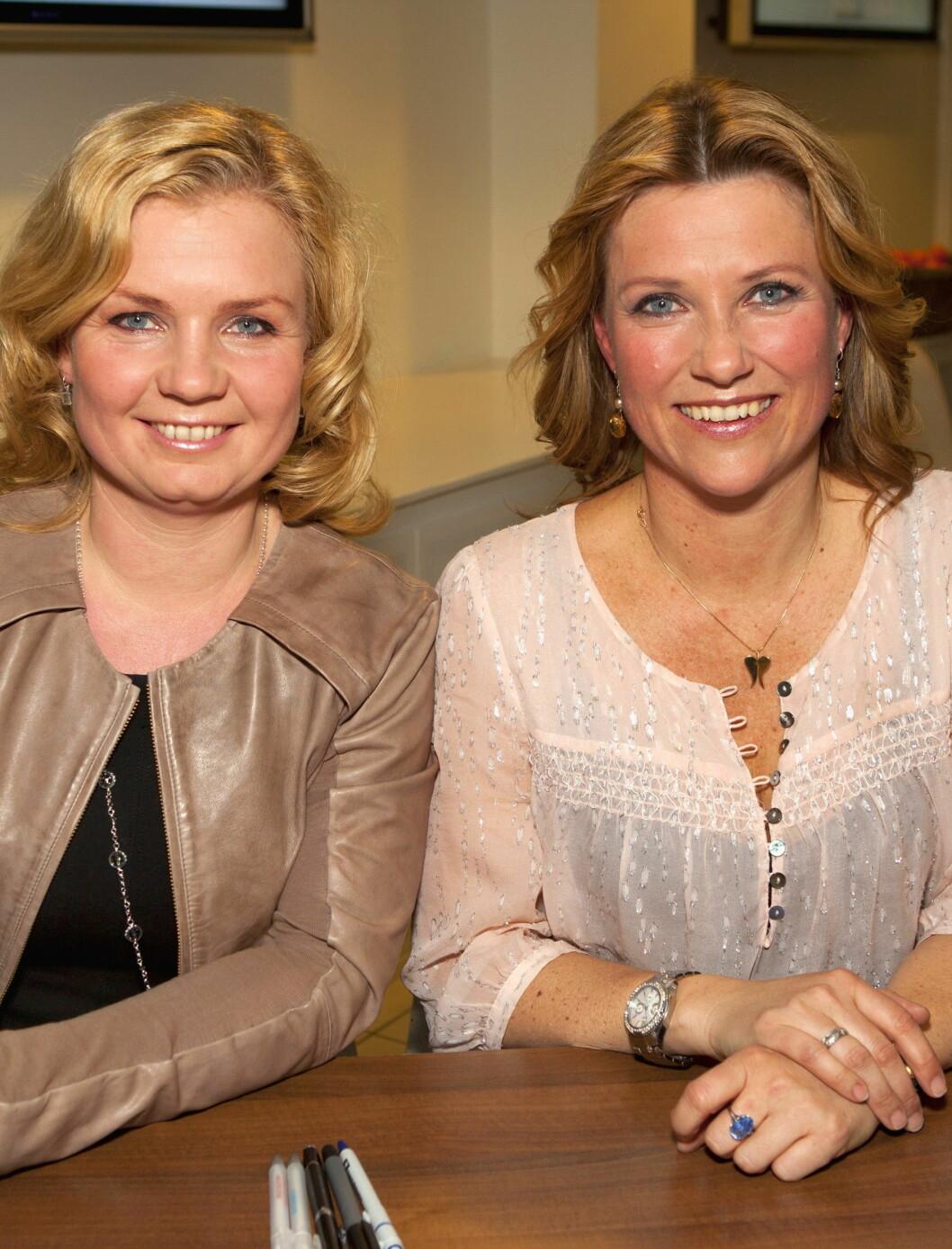 ENGLEVENNER: Prinsesse Märtha driver Engleskolen med sin gode venn Elisabeth Nordeng.