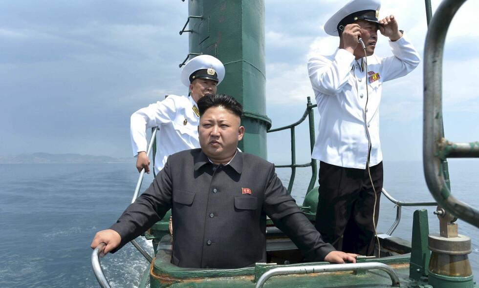 ALLTID BEREDT: Nord-Koreas leder Kim Jong Un holder stø kurs mot et kjernefysisk rustningskappløp. Foto: REUTERS/KCNA/Files/NTB/Scanpix