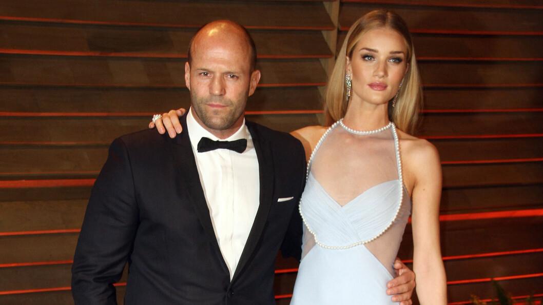 ALDRI VÆRT GIFT: Jason Statham er 20 år eldre enn kjæresten Rosie Huntington-Whiteley, og har aldri tidligere vært gift. Foto: FameFlynet