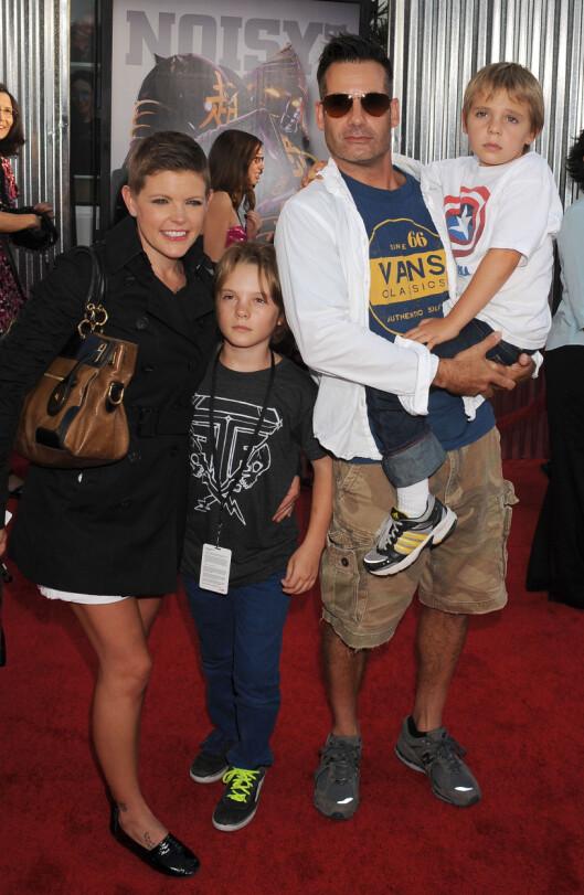FAMILIEN: Natalie Maines er gift med Hollywood-skuespiller Adrian Pasdar, og sammen har de to sønner. Her fra en filmpremiere i Los Angeles i 2011. Foto: Stella Pictures