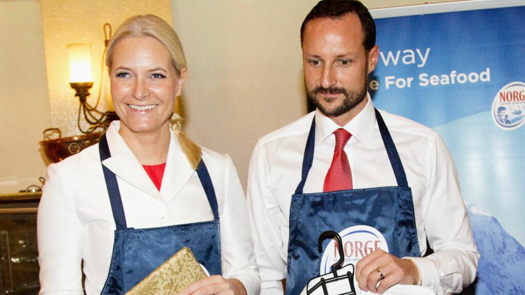 LYSER UT VIKARIAT: Nå kan du bli Mette-Marits kokk!  Foto: UK Press Ltd