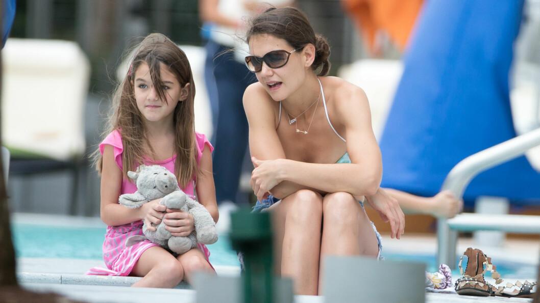 ALENEMAMMA: Katie Holmes bor sammen med sin seks år gamle datter Suri i New York, etter at hun skilte seg fra Tom Cruise. Foto: Splash News/All Over Press