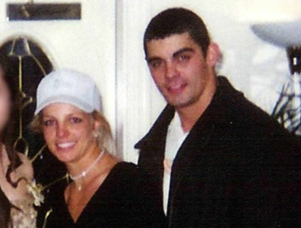 BRYLLUPSBILDET: Britney Spears og barndomskameraten Jason Alexander var gift i 55 timer. Spears' mamma Lynne mener at jentas sammenbrudd startet her. Foto: All Over Press