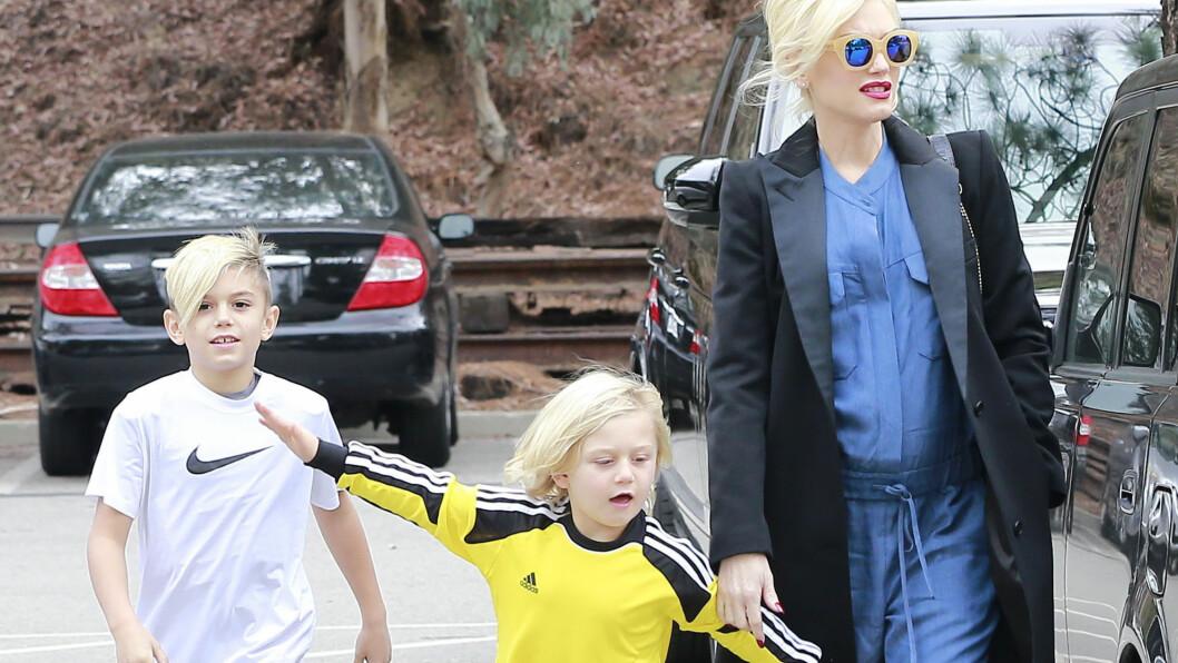FÅR HENDENE FULLE: Gwen Stefani ble fredag mamma til sin tredje sønn. Fra før av har hun barna Kingston (t.v) og Zuma med Bush-vokalist Gavin Rossdale.  Foto: FameFlynet