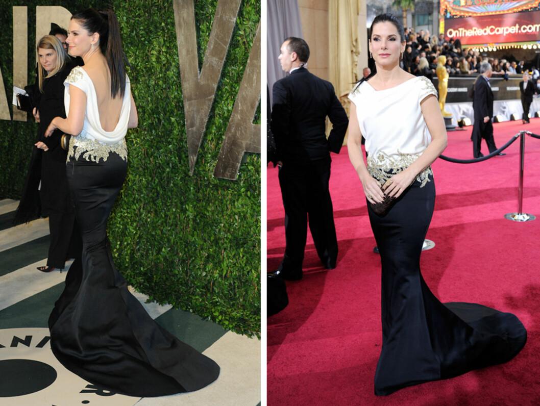 ÅPEN RYGG: Sandra Bullocks sort-hvite Marchesa-kjole hadde havfruefasong og vannfall-drapering i ryggen.  Foto: All Over Press