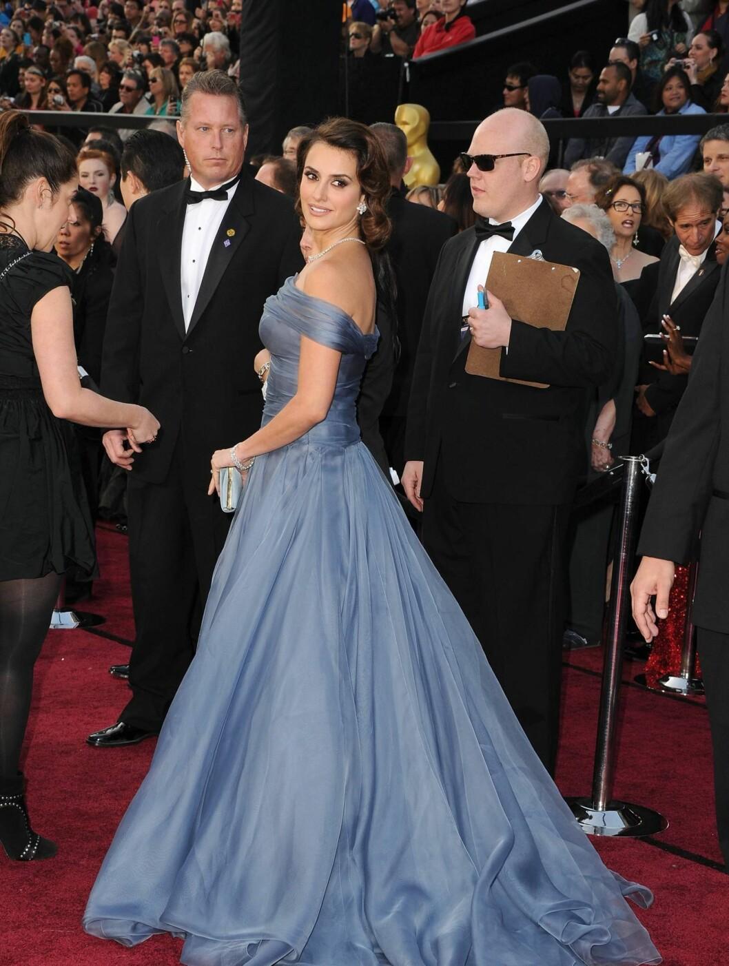 ELEGANT: Penelope Cruz var elegant i en klassisk blå tyllkjole fra Armani.  Foto: All Over Press