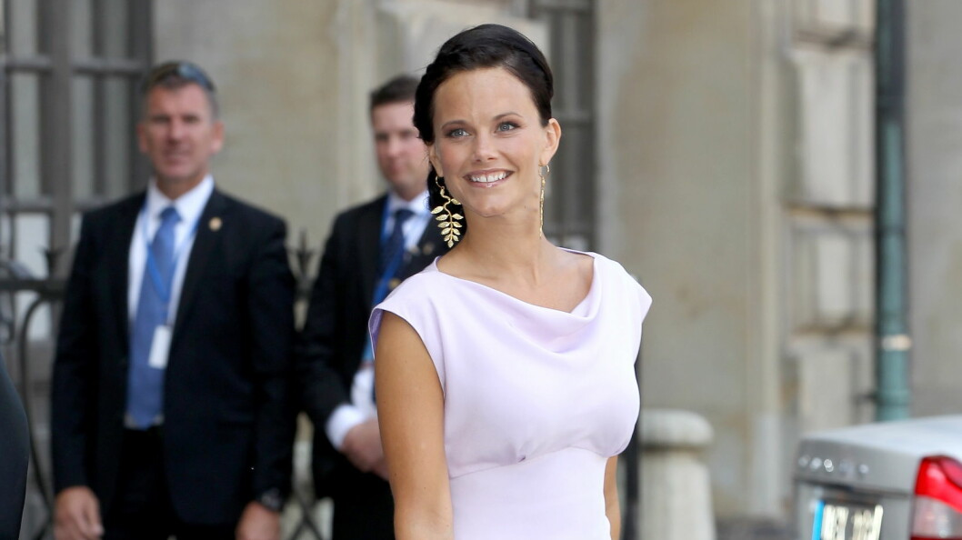 FLOTT: Sofia var strålende vakker i Maddes bryllup 8.juni i fjor. Nå venter alle på at hun selv skal stå hvit brud!  Foto: All Over Press