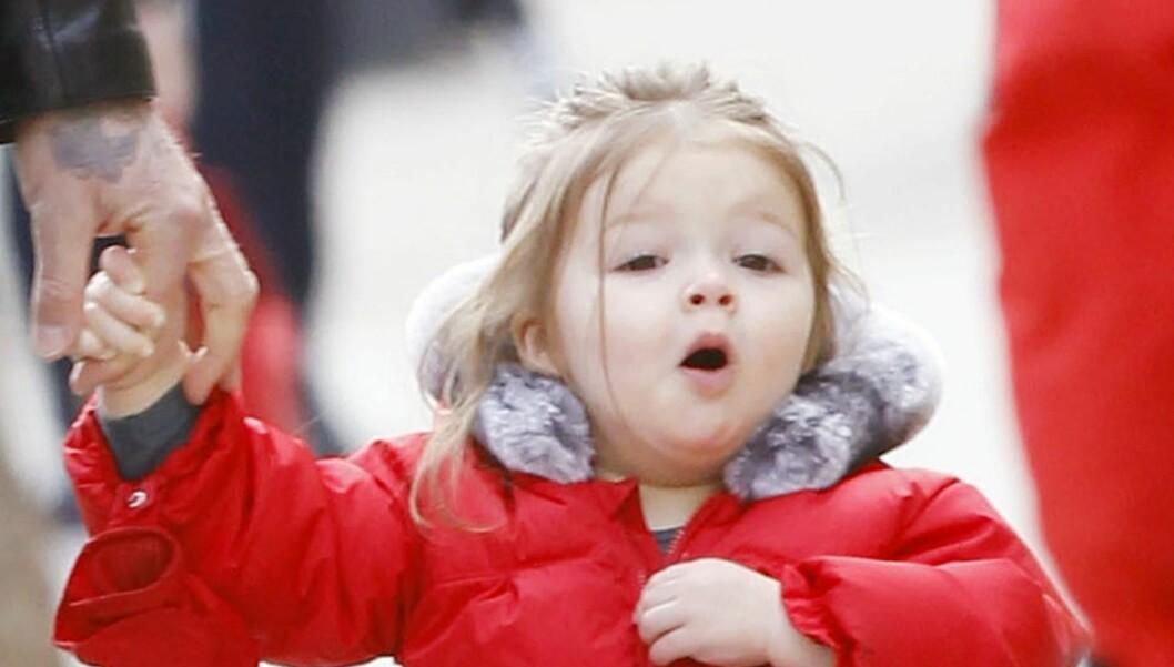 STOR JENTE: Til tross for sin unge alder er vesle Harper Beckham allerede blitt kjent for sine moteklær. Foto: Stella Pictures
