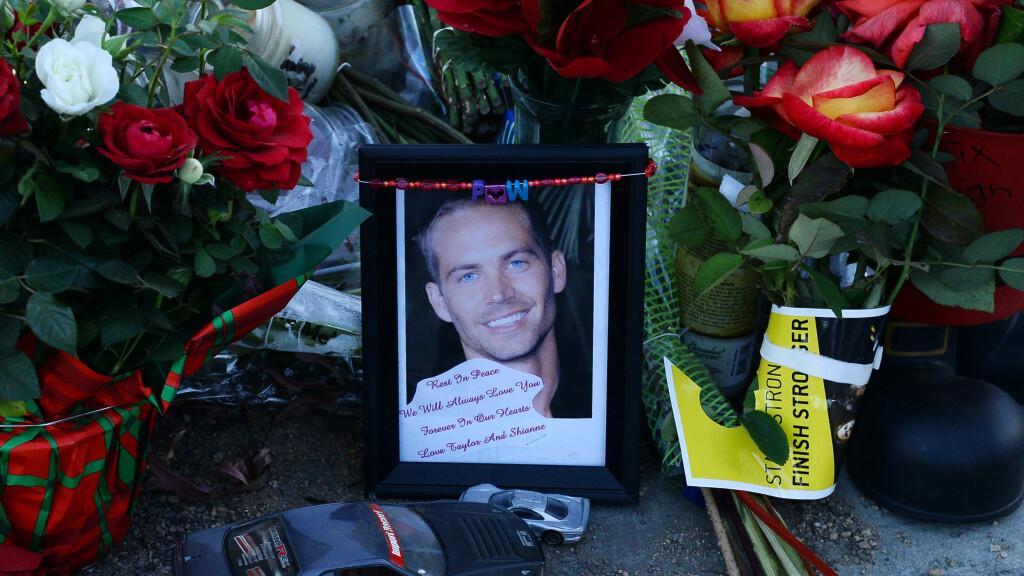 I SORG: Fans la ned blomster, lys og minneord til Hollywood-stjernen på åstedet for ulykken etter filmstjernens dødsfall i november. Foto: UPI/ Stella Pictures