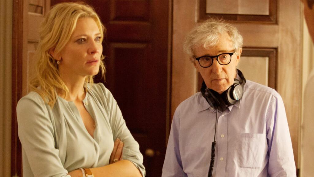 VIL IKKE FORDØMME ALLEN: Cate Blanchett spiller hovedrollen i Woody Allens nye film «Blue Jasmine». Her er de to sammen på settet. Foto: Copyright ?? ??Sony Pictures/Everett Collection / Everett Collection/All Over Press