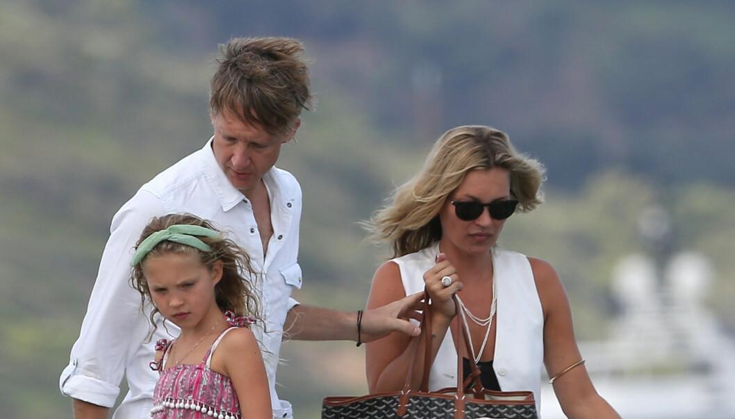 GODT FORHOLD: Selv om Kate Moss nå er gift med The Kills-gitarist James Hince, har hun et særdeles godt forhold til ekskjæresten Jefferson Hack - som også er far til hennes datter Lila Grace.  Foto: Stella Pictures