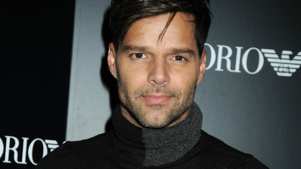 KJEKKAS: Ricky Martin kom ut av skapet i 2009, samme år som han ble kjæreste med Carlos Gonzalez Abella. Nå melder People at superstjernen er blitt singel igjen. Foto: Stella Pictures
