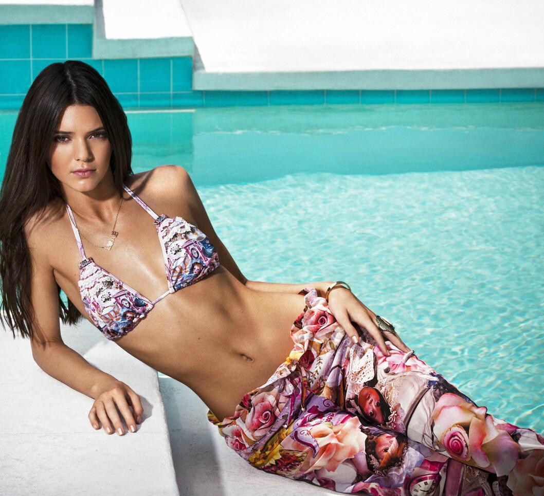 SKJØNNHET: Kendall Jenner har gjort det skarpt som modell den siste tiden. Her i en kampanje for Agua Benditas nyeste bikinikolleksjon. Foto: Stella Pictures