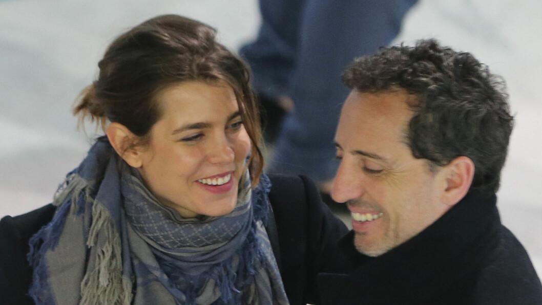 NYBAKTE FORELDRE: Charlotte Casiraghi og kjæresten Gad Elmaleh fikk en sønn tirsdag kveld.  Foto: Stella Pictures