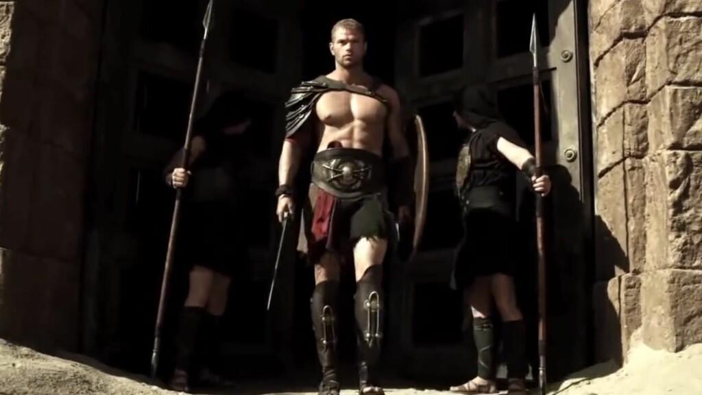 HET FILMSTJERNE: I store deler av filmen «Hercules» viser Kellan Lutz frem sin veltrente kropp i minimale kostymer.  Foto: Fra filmen