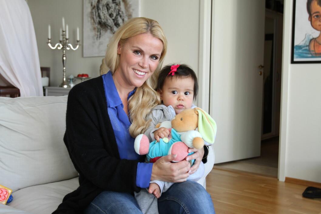 NORMAL FØDSEL: I oktober i fjor ble Johanna Grønneberg Mesa mor til Savannah. Datteren kom til verden gjennom en naturlig fødsel. Foto: Curt Hjertstedt/Seoghør.no