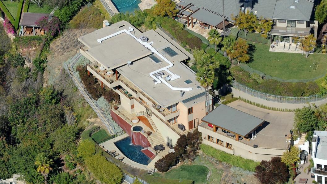 LUKSUSHJEM: Zac Efrons hjem i Hollywood Hills i Los Angeles inneholder blant annet fem soverom, fem bad, et svømmebasseng og egen spa-avdeling. Foto: Splash News/ All Over Press