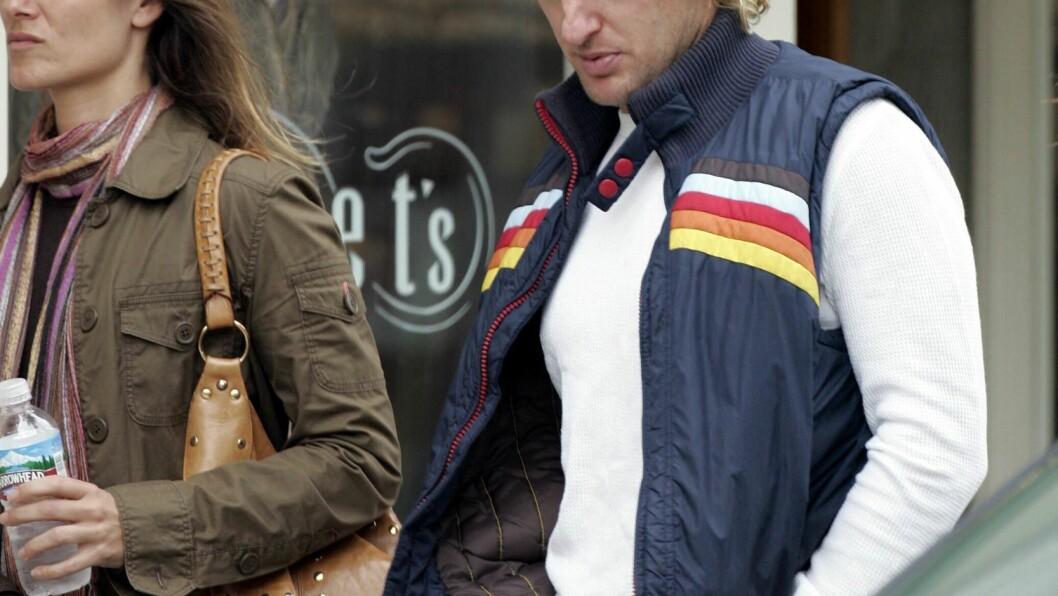 FÅR EN SØNN: Owen Wilson og Caroline Linqvist har vært venner i årevis, men er ikke kjærester. Nå skal de oppdra et barn sammen. Dette bildet er tatt av paret allerede i 2005. Foto: Darren Banks/Splash News/ All Over Press