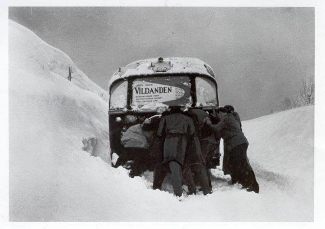 """FØRSTE GANG: I 1958 gikk det også galt for """"Vildanden""""-gjengen. Den gang ble det likevel forestilling, til tross for snødramatikken. Foto: Privat Foto: Privat"""