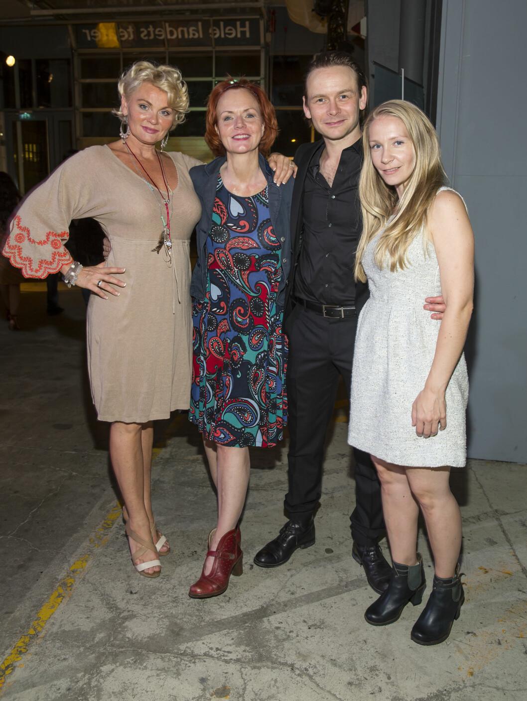 KLARE FOR «VILDANDEN»: Mia Gundersen, Mari Maurstad, Jan Røise og Hilde Stensland på premieren for «Vildanden» tidligere i år.