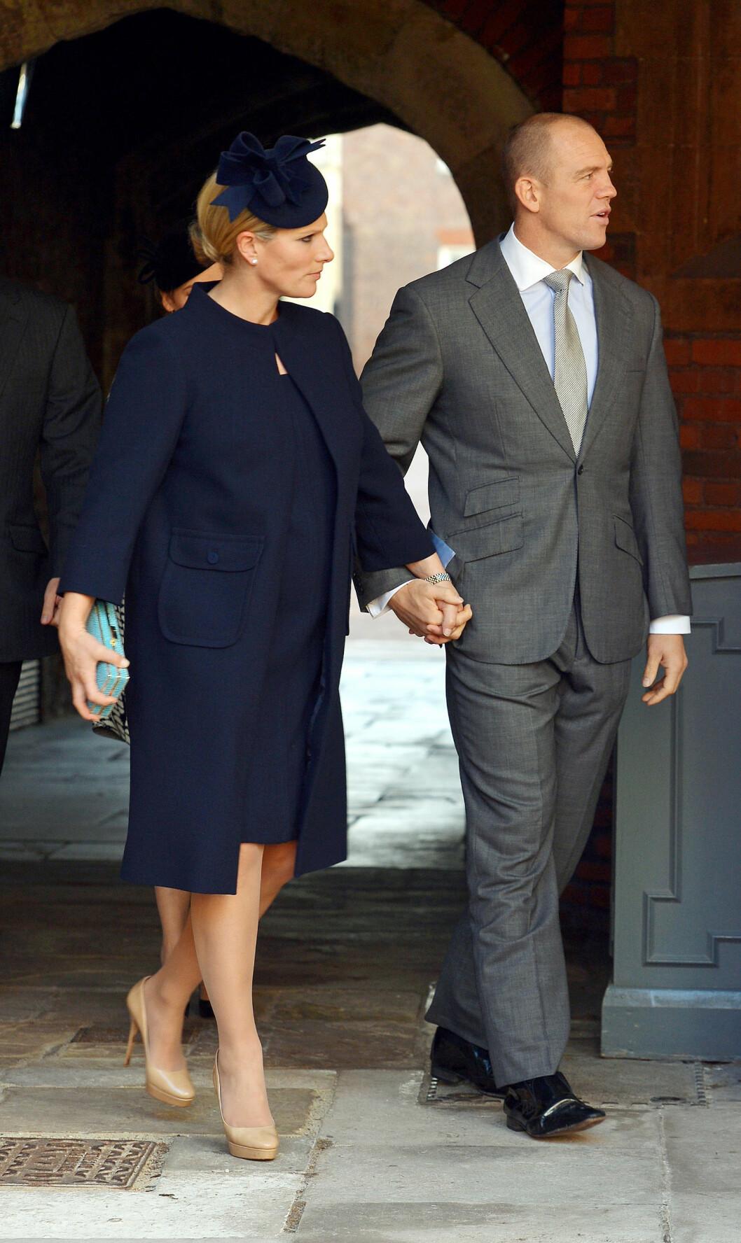 GRAVID: Zara Philips og ektemannen Mike Tindall på vei ut av dåpsseremonien. Om få måneder blir de selv foreldre. Foto: Getty Images/Getty Images/All Over Press