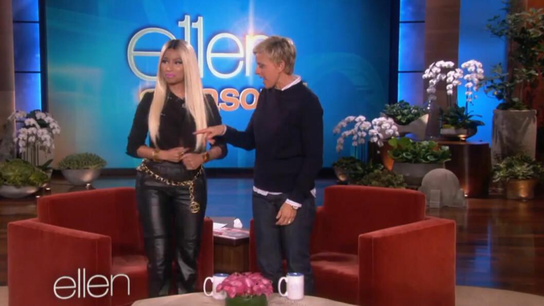 <strong>PUPPESJOKK:</strong> Ellen DeGeneres ble tydelig satt ut da rap-stjernen Nicki Minaj dukket opp på talkshowet hennes i en kort, nesten åpen jakke - med bare bryster under.  Foto: Skjermdump YouTube