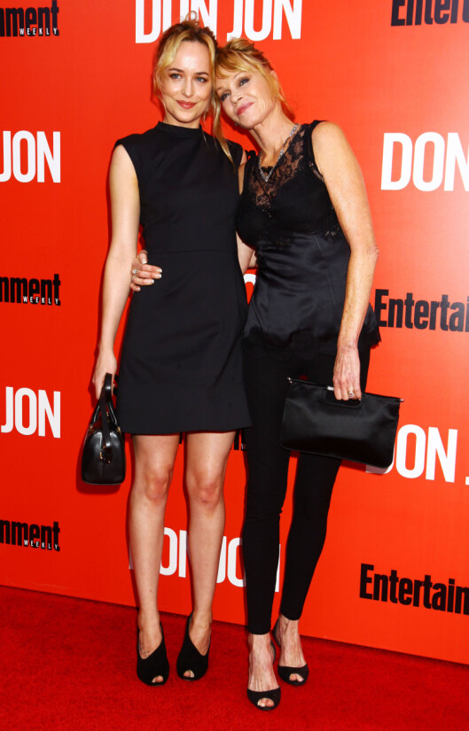 STOLT: Melanie Griffith har uttrykt begeistring fir datterens rolle i den erotiske thrilleren. Nå blir det spennende å se hvem som blir Dakotas nye motspiller. Foto: Stella Pictures