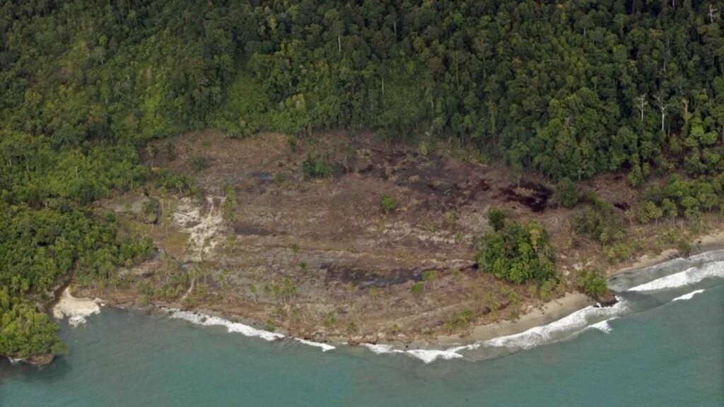 STORE ØDELEGGELSER: Tsunamien har skapt store ødeleggelser. Foto: EPA/MAST IRHAM/Scanpix