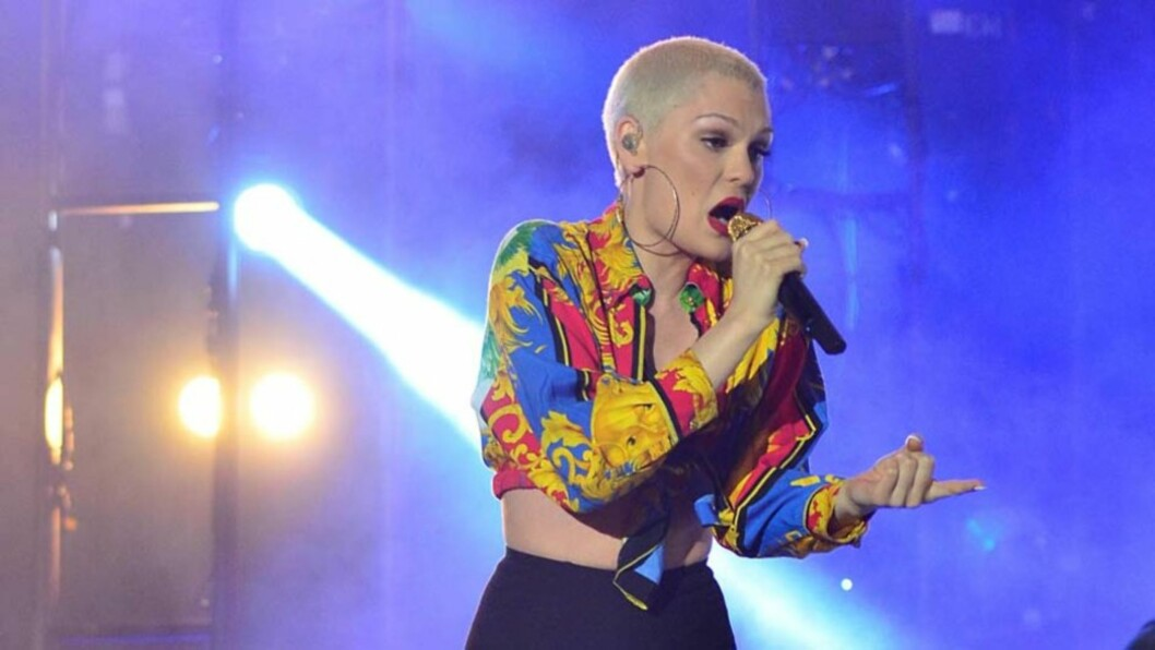 <strong>FÅR SLAKT:</strong> Popartisten Jessie J mottar krass kritikk for sceneantrekket hun opptrådte i på «The Isle of MTV» i Malta denne uken. Foto: All Over Press