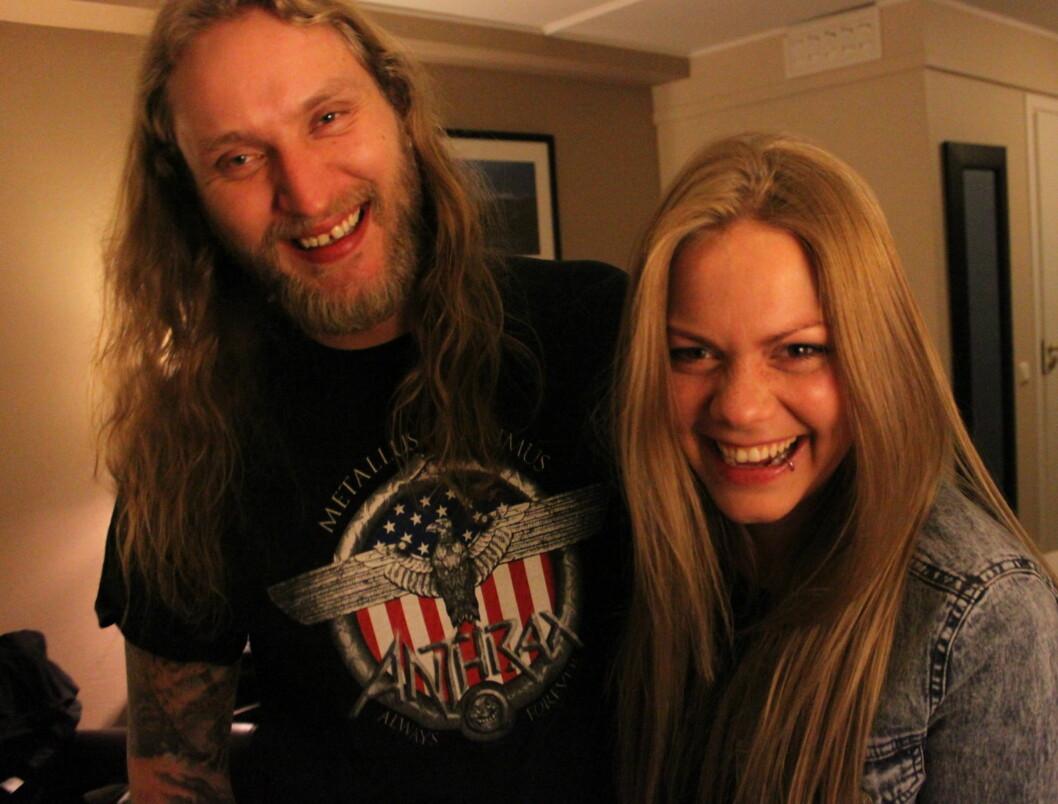 MED KJÆRESTEN PÅ SCENEN: Isabella Leroy har med seg kjæresten Frode Kilvik som bassist når hun lørdag opptrer under den andre delfinalen i MGP.  Foto: Anders Myhren/Seher.no