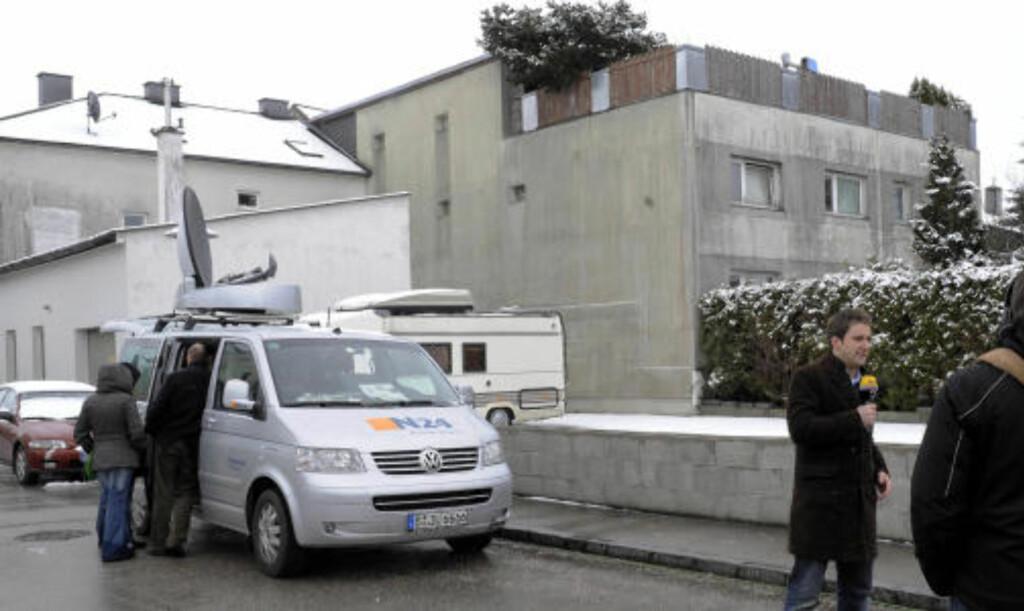 SKREKKENS HUS:  I kjelleren i dette huset i Amstetten i Østerrike holdt Josef Fritzl datteren Elisabeth fanget i 24 år. FOTO: AP/SCANPIX.