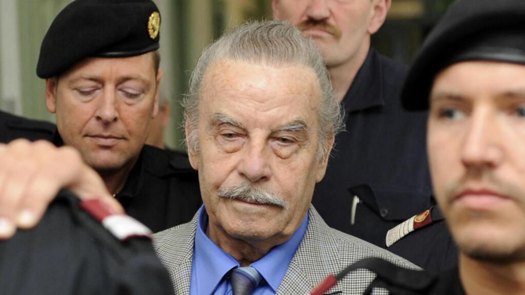 STERKT BEVOKTET:  Josef Fritzl var sterkt bevoktet under rettssaken i St. Poelten i mars 2009. Det er han fortsatt - nå i fengselet i Krems. FOTO: AP/SCANPIX.